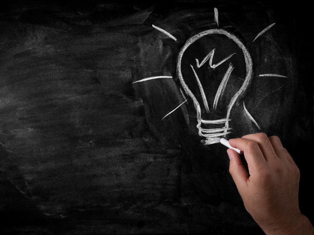 chalkboard-lightbulb-drawing